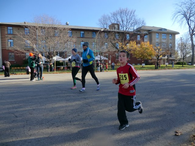 Race Action of Going in Circles 5-Km : Saturday October 27, 2012